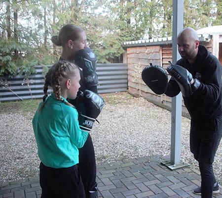 Kickboksen voor kinderen bij de Feelgood Fabriek